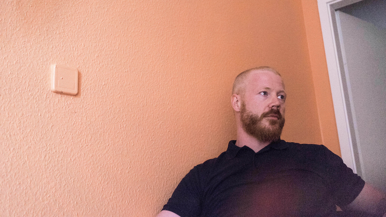 Ein depressiver Mann Texas Staatsrecht über Dating-Alter