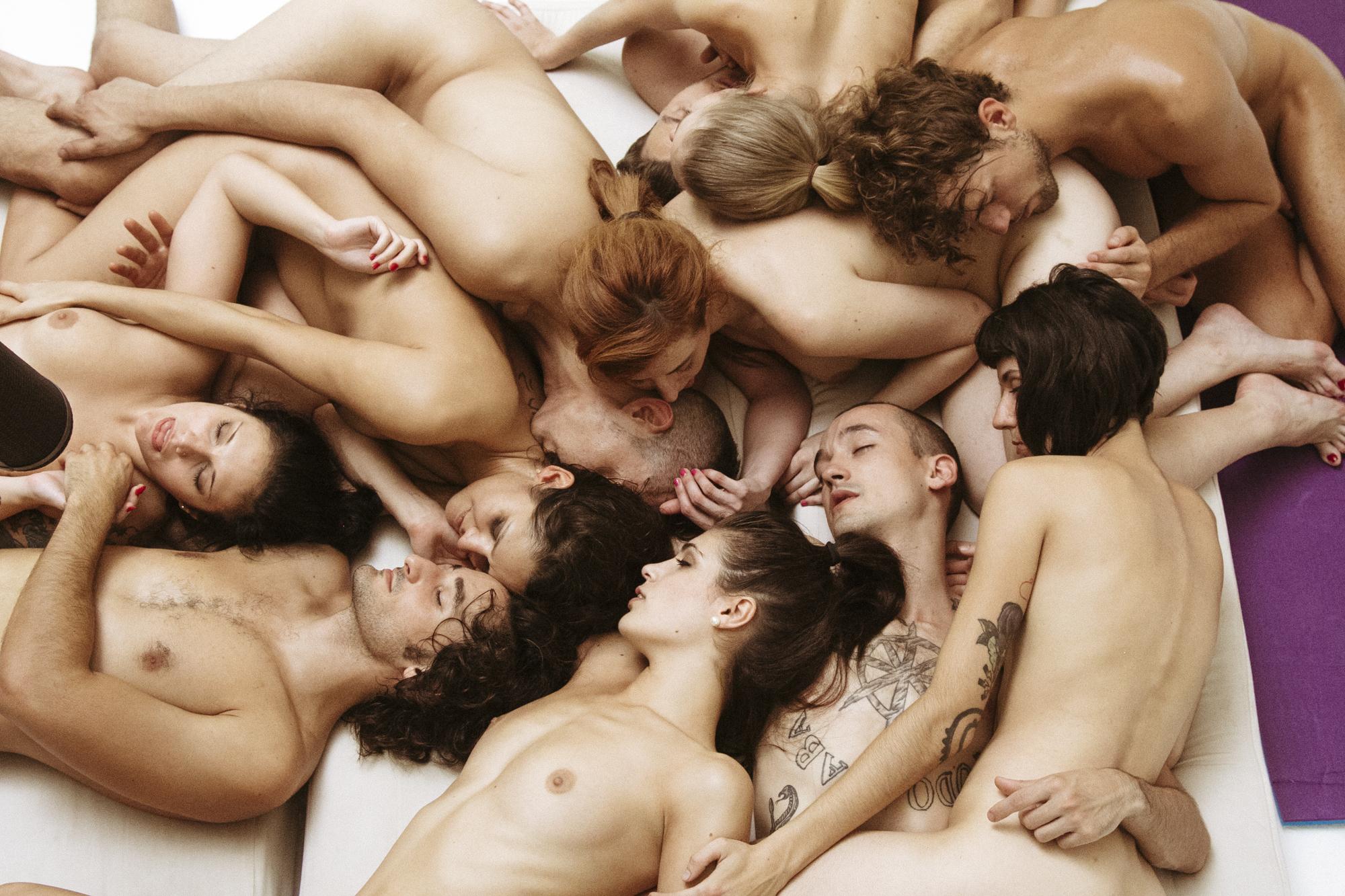 Lesben-Sex mit großen Brüsten