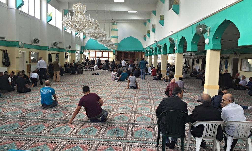 Die naheliegende Moschee